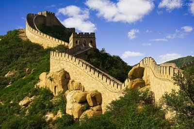 grean walll of china under blue sky