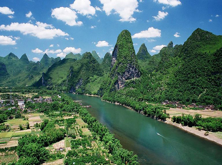 Li River cruise in china