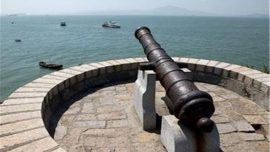 cannon pointing out to water at fort hulishan
