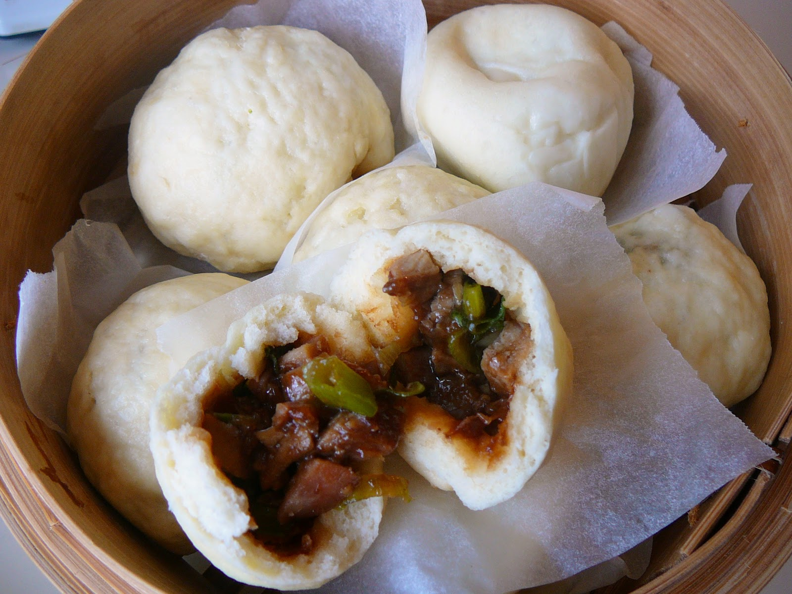 source: http://www.recipeshubs.com/chinese-steamed-lotus-leaf-buns/29261