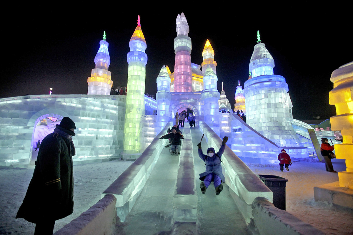 Source: http://www.thegoldenscope.com/2016/02/harbin-ice-and-snow-festival/image-harbin-international-ice-and-snow-festival-china/