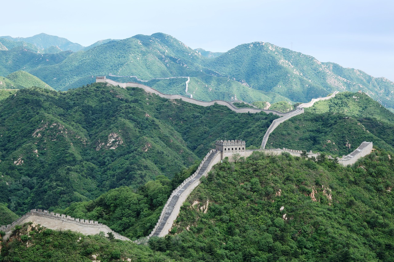 the great wall during the day